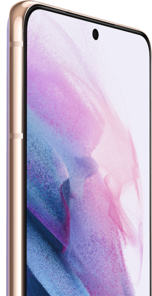 Két Fantomlila színű Galaxy S21 Plus 5G telefon, az egyik hátulról, a másik pedig szemből látható. A szemből látható képernyőjén ibolyalila grafikus háttérkép szerepel, valamint a 10 megapixeles szelfikamera felirata.