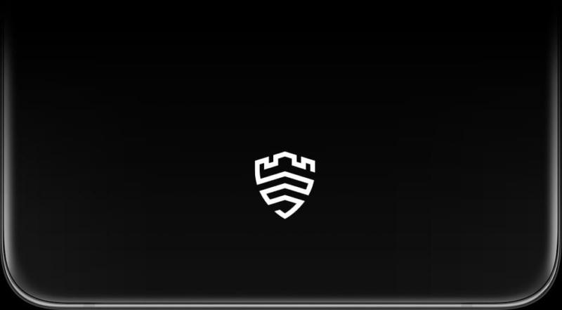 Közeli kép a feloldó területről a Galaxy S21 Ultra 5G kijelzőjén, a képernyőn a Samsung Knox logóval.